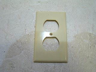 NEW RV/MOTORHOME PLASTIC UNIVERSAL OUTLET PLATE $3.99 FREE SHIPPING