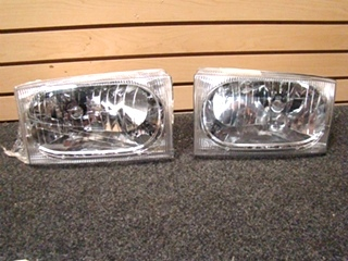 USED FLEETWOOD HEADLIGHT SET DOT SAE HR 02 SIZE: 6 1/2